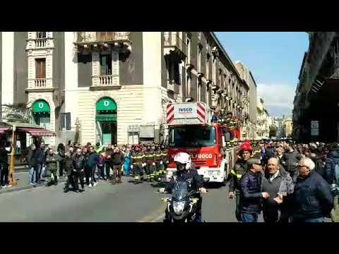 I funerali di Dario: il corteo VIDEO