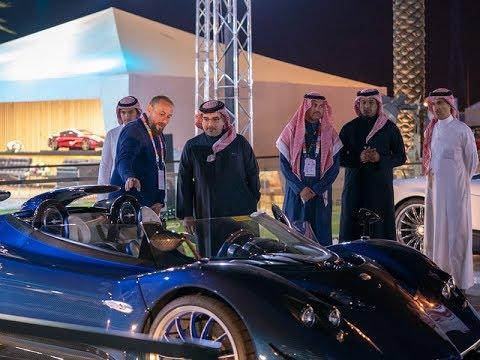 سمو ولي العهد يزور معرض الرياض للسيارات