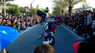 Video Aksi Gila Wawan Tembong FREESTYLE Terbaru Pakai YAMAHA R6 Dan Yamaha Mt25 Juara Asean MP3, 3GP, MP4, WEBM, AVI, FLV April 2019