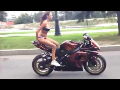pazza ragazza russa - acrobazie con la sua moto