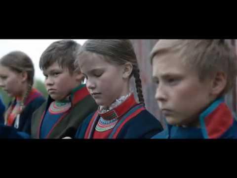 Sameblod - Filmklipp: Elle Marja och barnen på skolan