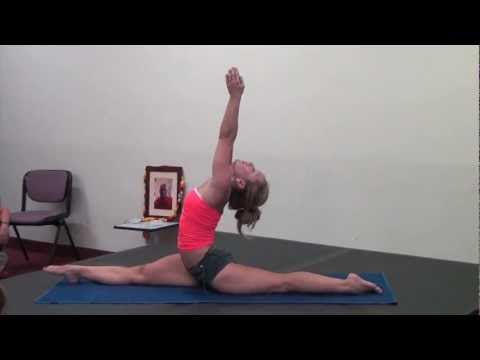 Ashtanga Yoga Demo with Kino in Bologna, Italy video