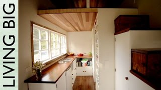 Stunning DIY Cottage-Style Tiny House
