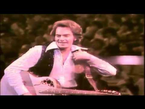 Video NEIL DIAMOND - SWEET CAROLINE  (LIVE-1976) download in MP3, 3GP, MP4, WEBM, AVI, FLV January 2017