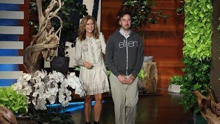 Jenna Fischer Plays Hidden Camera Prank on Warner Bros. Page