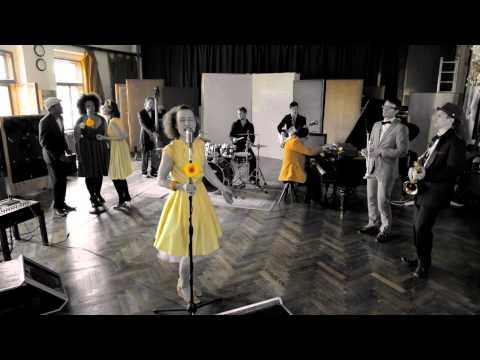 Gangsta matka Lena Yellow bude předskakovat britské kapele Incognito