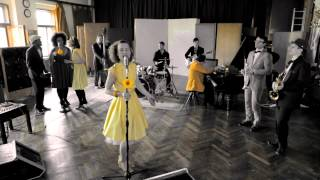Video Lena Yellow: Fever (Official Videoclip)