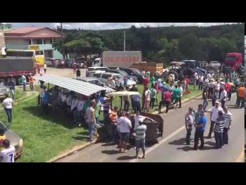 Protesto dos cafeicultores na BR-101 em Pedro Canário contra a importação de café conilon