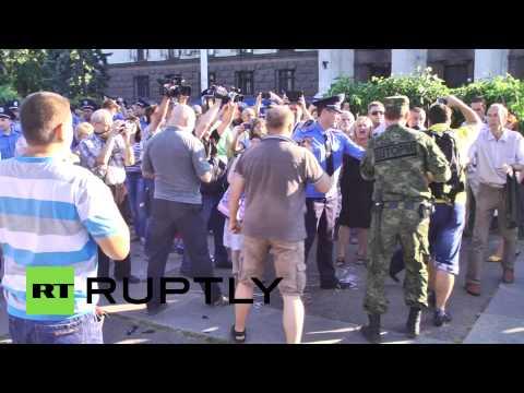 , title : 'В Одессе националисты напали на участников митинга в память о жертвах трагедии 2 мая'