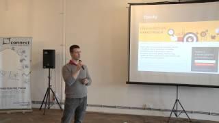 Foto z akcie BarCamp Bratislava prednáša Juraj Sasko.
