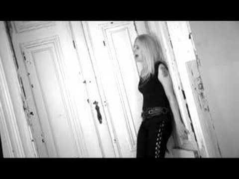 Tekst piosenki Artrosis - W półśnie po polsku