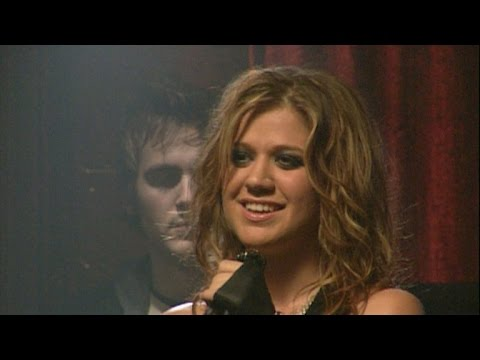 Flashback: 10 Years Ago, Kelly Clarkson Rocked Out On 'Since U Been Gone' Video Set