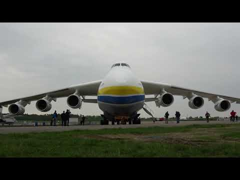 Мрия Ан-225 Стильно покидает Авиасалон в Берлине