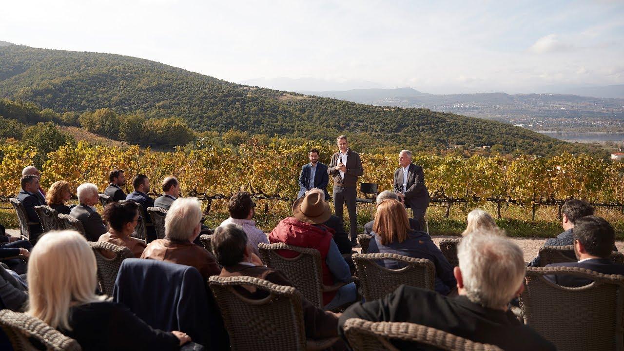 Συζήτηση του Πρωθυπουργού Κυριάκου Μητσοτάκη με οινοπαραγωγούς της Ημαθίας