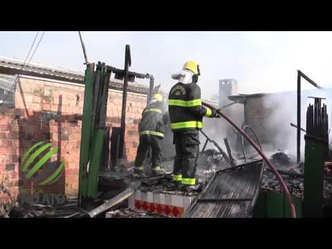 Mulher sofre queimaduras em incêndio a residência