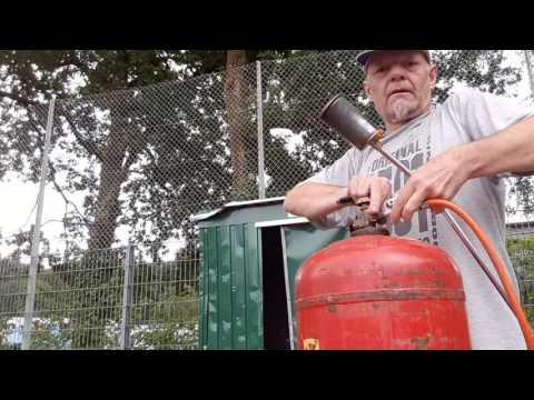 Unkraut Wildkraut abflämmen Gasbrenner entfernen