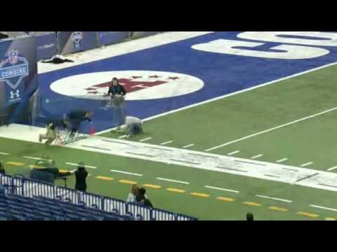 This sports commentator did a 40 yard dash and it was compared to american football players