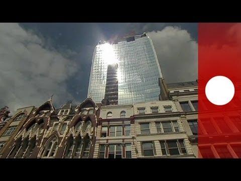 Londoni felhőkarcoló autót olvaszt