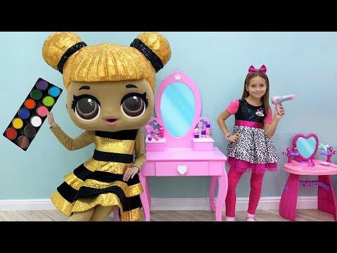 София играет в салон красоты с Куклами и Детской парикмахерской, Makeup an… видео