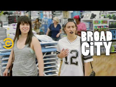 Broad City - Shopping with Abbi at BB&B