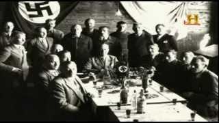 En los años cuarenta, Erich Priebke, antiguo comandante de las SS nazis, se oculta en Bariloche, Argentina, ciudad en la que...