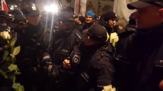 Skandaliczne zachowanie policji podczas anty-miesięcznicy.