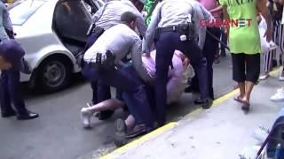 ¡NEFASTO! Policía del régimen detienen de manera violenta a unos invidentes