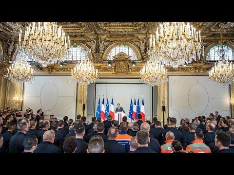 Frankreich: Feuerwehrleute im Élyséepalast empfangen