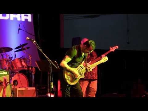 Amazing Grace - Gary Hoey at The 2016 Dallas International Guitar Show