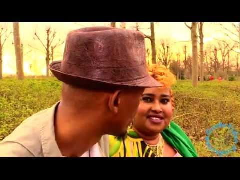 dhool - Waa heestii Sinyaalo, ereyadii iyo laxankii Kamaaludin, muusigii Maxamed Karaama, codadkii Amino Dhool iyo Mahdi Dheere. Distributed by Goobe Video Production.
