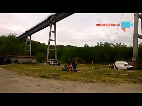 Skoky do prázdna z mostu