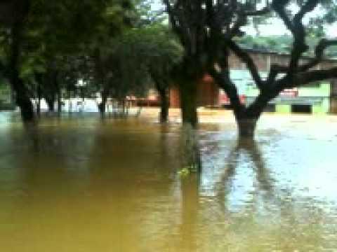 Rio Transborda em Guaraciaba MG 04/01/2012