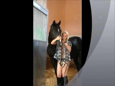 Порно зоовидео девушки и конь