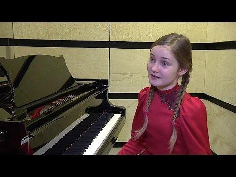 Πρεμιέρα για τη «Σταχτοπούτα» της 11χρονης Άλμα Ντόιτσερ