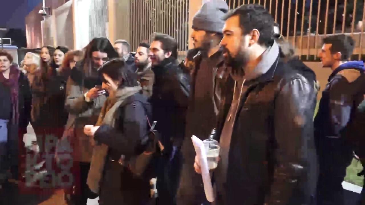 Συγκέντρωση διαμαρτυρίας από τη νεολαία ΣΥΡΙΖΑ έξω από την αμερικανική πρεσβεία.