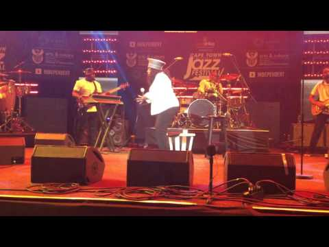 Video: Angie Stone wows at CTIJF