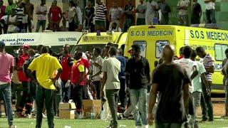 Bei einer Massenpanik während eines Fußballspiels im Senegal sind acht Menschen getötet worden. Etwa 60 Menschen werden zudem verletzt worden, als Zuschauer vor Krawallen zwischen Fans flohen.