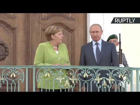 Совместное фотографирование Владимира Путина и Ангелы Меркель