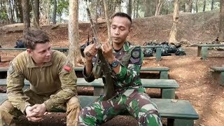 Video Tentara Australia Heran Liat Anggota TNI Bongkar Senjata Cepat MP3, 3GP, MP4, WEBM, AVI, FLV Oktober 2017