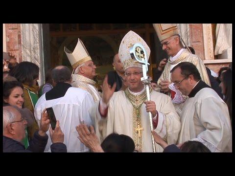 Patti. Mons. Giombanco visita i pazienti del Barone Romeo.