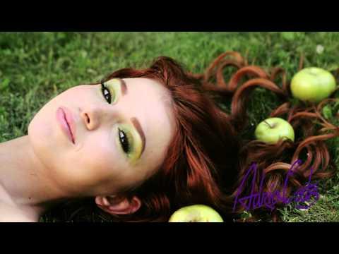 Adria Glamorous Green - цветные линзы.