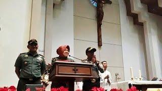 Download Video Tri Rismaharini Sambangi Gereja Santa Maria Tak Bercela Ngagel Surabaya pada Malam Natal MP3 3GP MP4