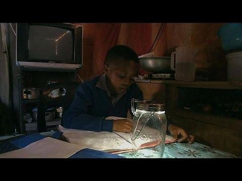 Ηλιακή τσάντα – φωτιστικό βοηθά τα παιδιά να διαβάζουν – hi-tech