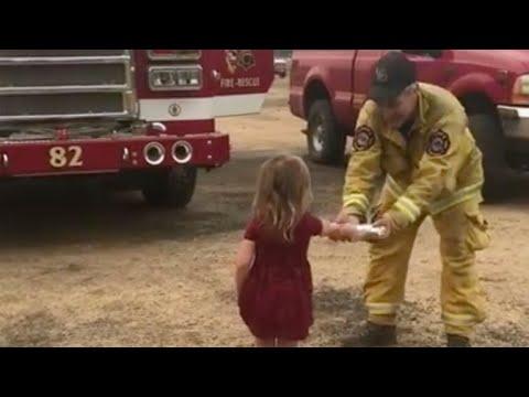 Маленькая девочка угостила усталых пожарных бурритос
