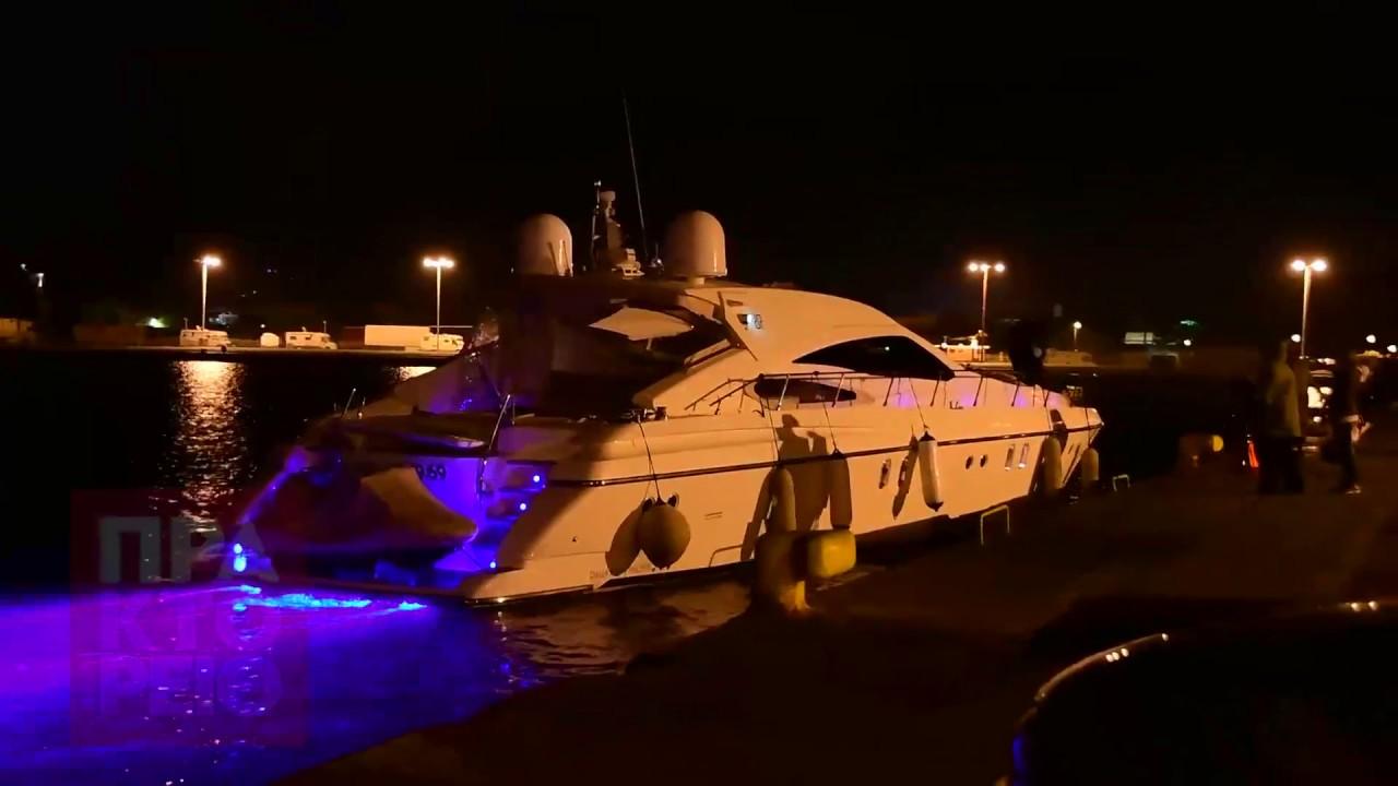 Γιοτ προσάραξε  στο μπούρτζι στο  λιμάνι του Ναυπλίου