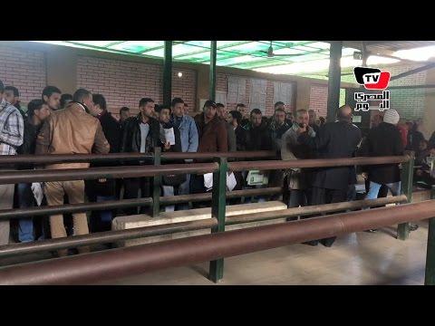 مواطنون يدقون أبواب الرزق أمام «القوى العاملة»