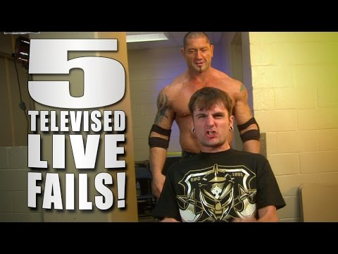 5 Live WWE TV Fails - 5 Things