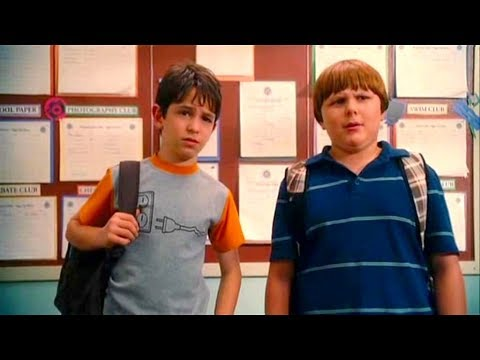 Diary Of A Wimpy Kid (2010) Movie - Zachary Gordon & Robert Capron