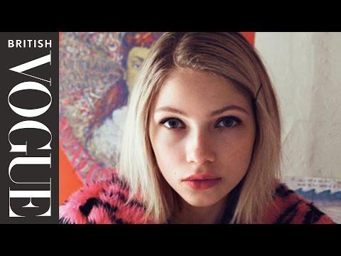 Alexa Chung Goes Inside the Wardrobe of Tavi Gevinson | British Vogue видео