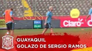Golazo de Sergio Ramos en el entrenamiento de la Selección española en Guayaquil. http://www.sefutbol.com. @sefutbol.